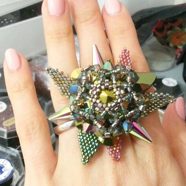 А почему Феникс должен обязательно быть брошью?:) обожаю большие кольца!/ Phoenix can be a ring too, why not?:) I have crush on big, volumetric rings #beadedjewelry #beading #beadedring #бисероплетение #украшениеизбисера #pikapolinavideo