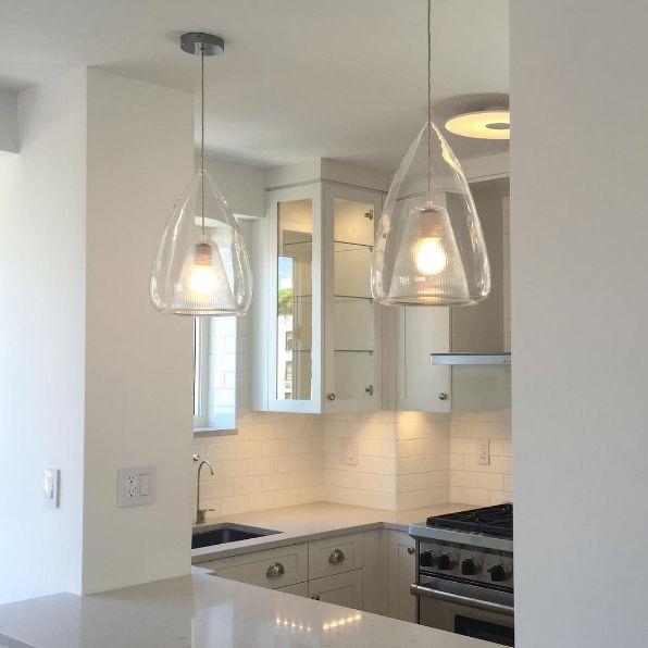 https://i.pinimg.com/736x/e7/8d/79/e78d79660cd22bb1addb742fb09b09b6--open-kitchens-modern-lighting.jpg