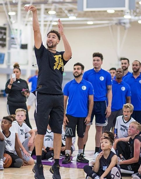 Klaythompson At His Basketball Camp In California Betterbasketball Klay Thompson Best Basketball Shoes Shortest Basketball Player Basketball Workouts
