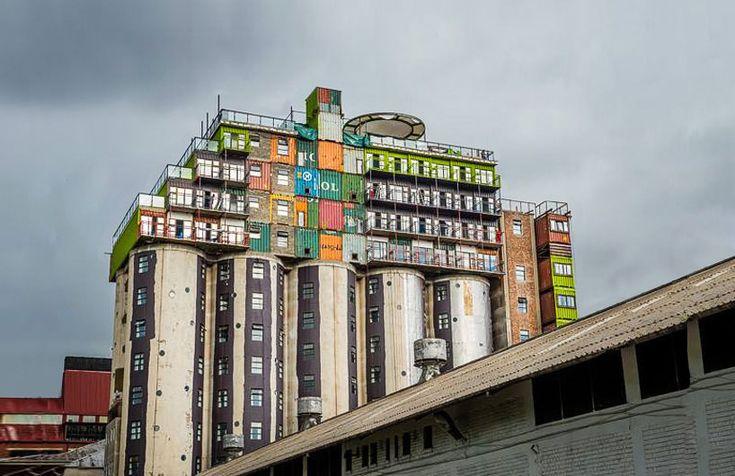 Johannesburg : Reconvertir des silos à grains pour créer des logements étudiants  http://www.lumieresdelaville.net/2014/04/14/johannesburg-reconvertir-des-silos-a-grains-pour-creer-des-logements-etudiants/