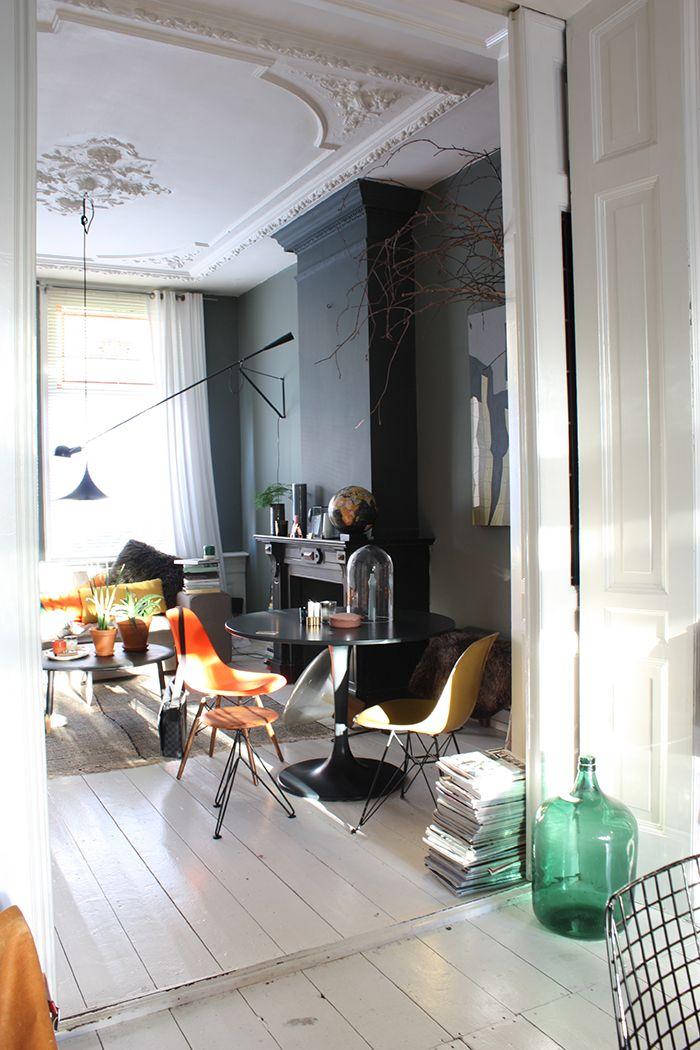 Heute spazieren wir durch die schöne Wohnung von Theo-Bert Pot und seinem Freund Jelle in Holland. Die haben ein Talent für dunkle Farben. | Ohhh… Mhhh…