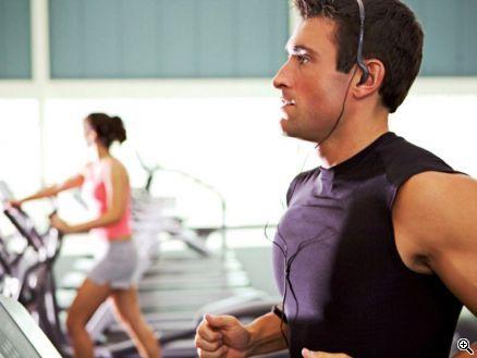 Wer selbst überdurchschnittlich trainiert ist, möchte am liebsten mit einem ebenso sportlichen Menschen zusammen sein: 92 Prozent der 'fitten' Singles suchen laut FriendScout24 deshalb einen Partner, der sich zumindest als 'gut in Form' bezeichnet., Copyright: Sean Locke / djd / FriendScout24 GmbH/