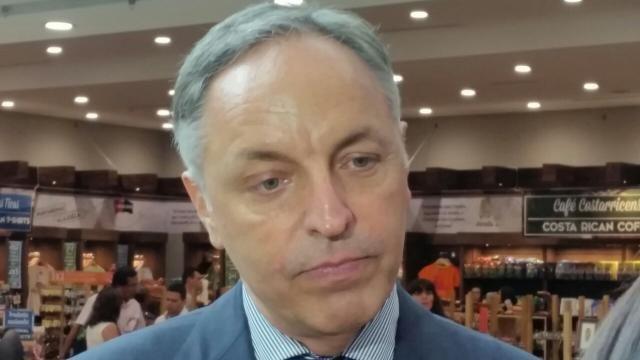 Costa Rica's Minister of Tourism,Wilhelm von Breymann,rules out the development of a third international airport in Costa Rica for the time being: http://www.prensalibre.cr/Noticias/detalle/20534/234/descartan-proyecto-de-nuevo-aeropuerto