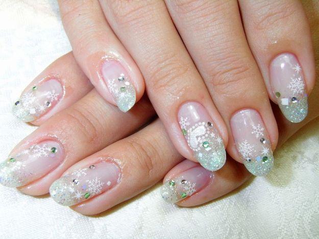Бледно-зеленый маникюр со снежинками и стразами ::: onelady.ru ::: #nail #nails #nailart #manicure