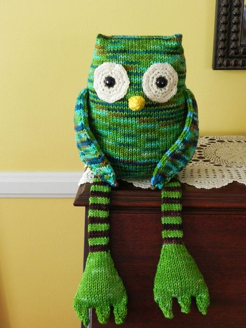 green knitted owl #owls - can't knit, but wondering what it would look like in fabric.