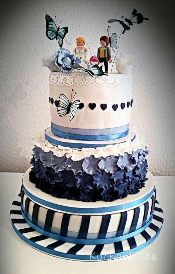 #weddingcake #weddingcakes #blue #white #bluewhite #ruffles #stripes #butterflies #hearts #playmobil #love #brideandgroom #oreo #oreocake #carrotcake #blueberrycake