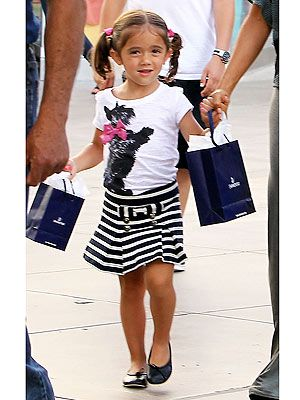 Salma Hayek's Daughter Valentina in Juicy Couture Outfit – Moms & Babies – Moms & Babies - People.com