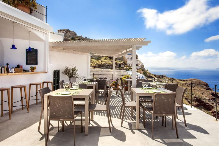 Cliffside restaurant in Oia