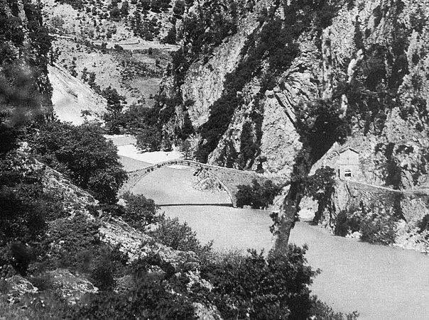 ΓΕΦΥΡΙ ΤΟΥ ΚΟΡΑΚΟΥ ΔΕΚΑΕΤΙΑ 1930 .ΦΩΤΟΓΡΑΦΙΑ ΣΠΥΡΟΣ ΜΕΛΕΤΖΗΣ