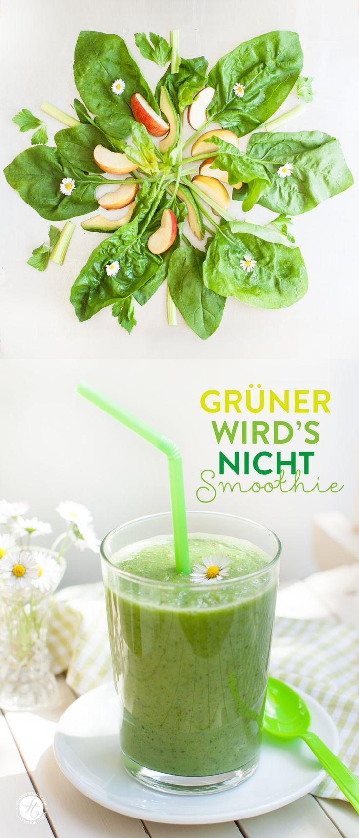 #SmoothieMontag : Grüner wird´s nicht Smoothie mit Spinat, Apfel, Avocado, Sellerie und Gänseblümchen, Rezept auf feiertaeglich.de