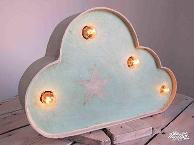 Làmpara con forma de nube hecha a mano,.