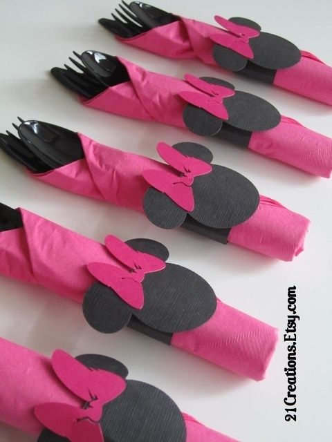 http://www.pinterest.com/ElaineKnoesen/minnie-mouse-oh-and-mickey-mouse/  minnie mouse napkins/ utensils