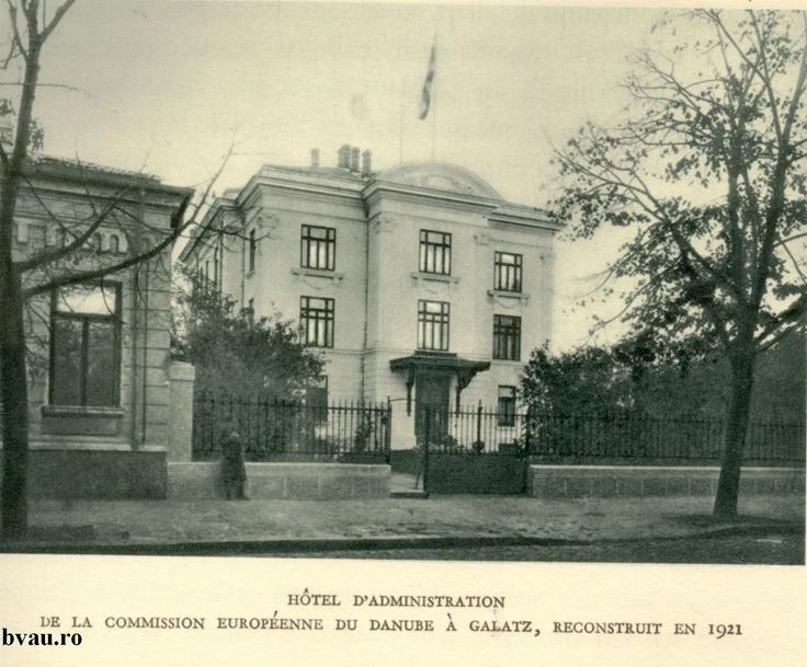 """Hotelul Administraţiei Comisiei Europene a Dunării de Jos viitorul sediu al Bibliotecii """"V.A. Urechia"""", Galati, Romania, anul 1921, http://stone.bvau.ro:8282/greenstone/collect/fotograf/index/assoc/J475950.dir/475950.jpg.  Imagine din colecţiile Bibliotecii Judeţene """"V.A. Urechia"""" Galaţi."""