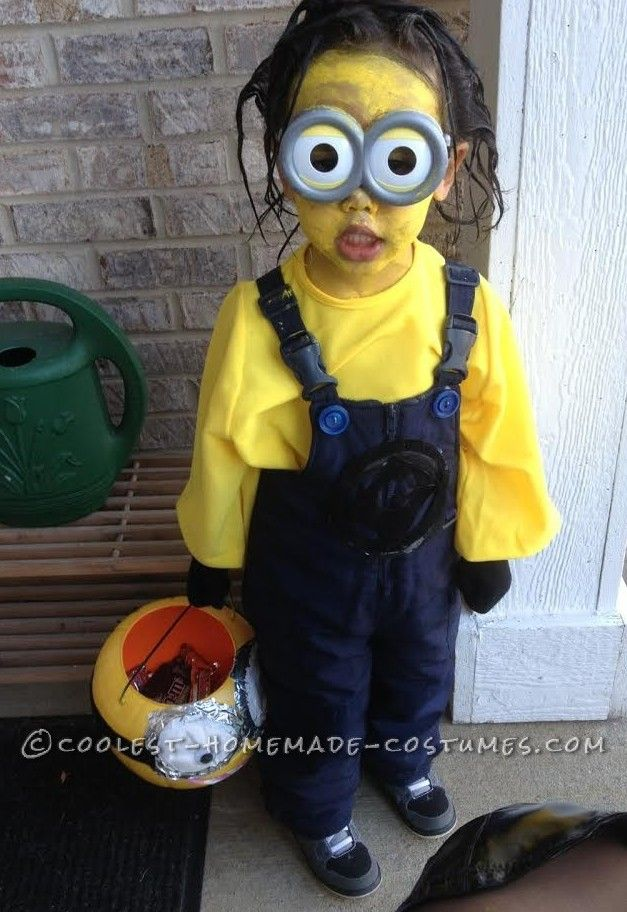 4 year old minion costume makes shocking neighborhood appearance - Halloween Costumes For A 2 Year Old Boy