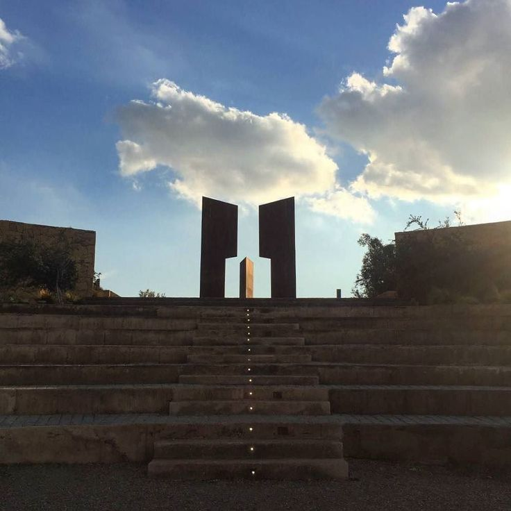 """La ternura de tu duda mi habitual rincón. En cada mínimo detalle creo oír tu voz""  Ph. @steph.cv      #instasantiago #instaChile #chilegram #instastgo #lifestyle #city #arquitectura #arquitecture #comunidadfotografía #santiagolovers #santiagoadicto #miradorpabloneruda #tbh #tbt #l4l #Santiago #santiagodechile #skyline #clouds #winter #sunset"