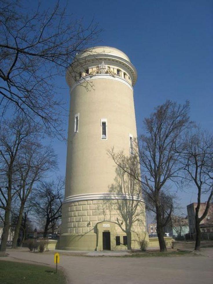 Wodociągowa wieża ciśnień w Piotrkowie Trybunalskim wybudowana w latach 1925 – 1927. Zaprojektowana przez Władysława Leszka Horodeckiego.