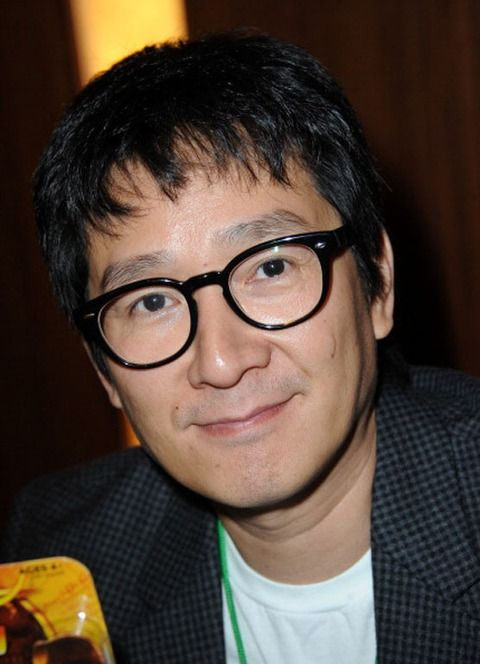 Jonathan Ke Quan, now 42, resurfaced recently looking clever!