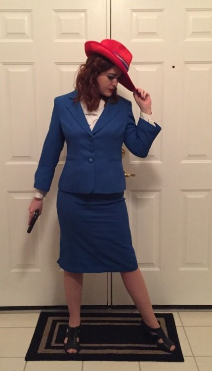 agent carter cosplay blue suit and red hat