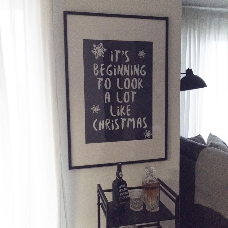 Everywhere we go.  Un autre de mes bricolages de Noël.   #christmas #blackandwhite #poster #christmassong #noel #minimalistchristmas #holidaydecor #homedecor #holidays #scandinavian #scandinaviandesign #scandinavianstyle #diy #instadiy #ikea #barcart