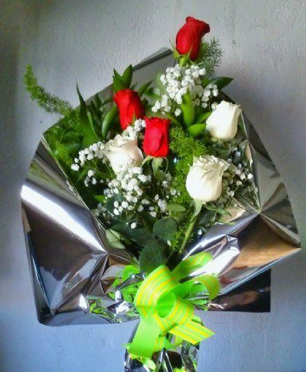 Envío de ramos de flores para regalar en Monfarracinos