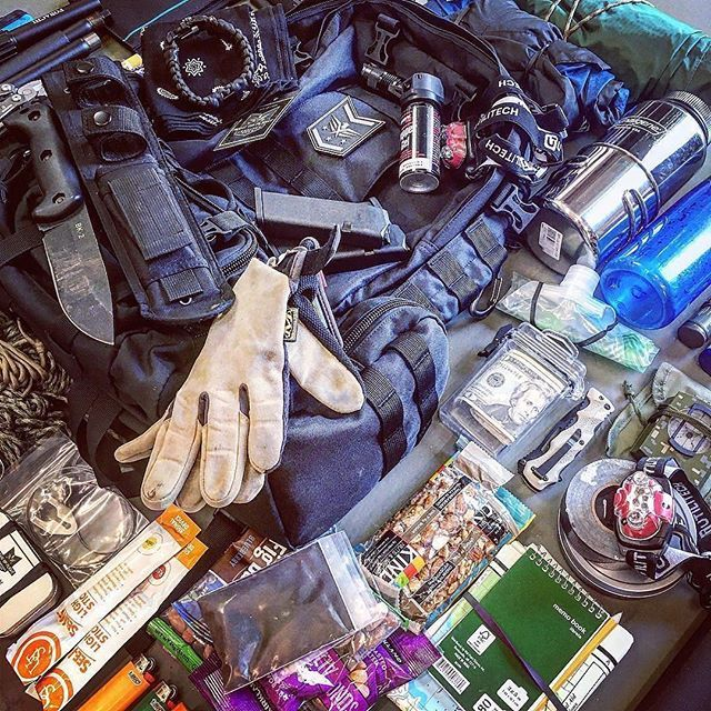 What food do you carry in your bug out bag? 😏 ➡️Need a bug out bag checklist?  Link in bio!  www.SurvivorTown.com *** #fightorflightsurvivalgear #Survivalist #prepper #preppers #survival #bugout #bushcraft #survivalcraft #urbansurvival #offgrid #shtf #preparedness #selfreliance #camping #donttreadonme #prepping #rewild