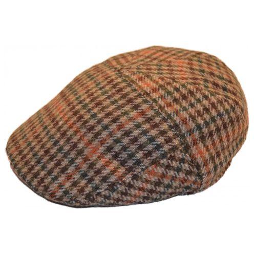 Sapca englezeasca tweed pepit maro pentru copii Aceasta sapca englezeasca tweed pepit, in tonalitati de maro, este un accesoriu chic pentru un baietel cu varsta cuprinsa intre 2 si 4 ani. Sapca este potrivita in sezonul rece pentru o tinuta neprotocolara, dar atent aleasa. Aceasta sapca plata este prevazuta pe interior cu captuseala matlasata groasa, de culoare neagra si elastic pentru o usoara ajustare a marimii.