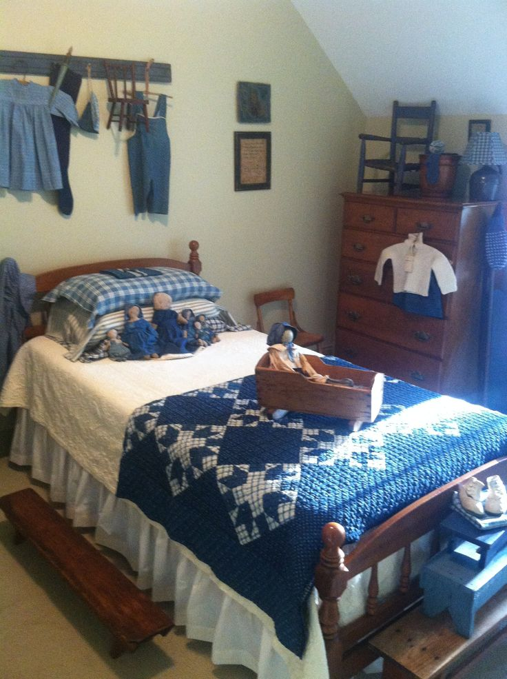 Primitive Country Bedroom  Love the Blue Quilt