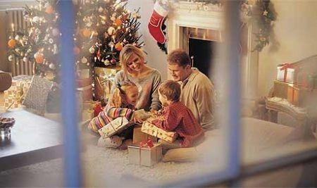 """Godetevi il Natale in famiglia in un ambiente caldo e confortevole: """"la vostra casa"""". Grazie all'isolamento termico la vostra casa sarà l'unico posto dove vorrete passare le feste con i vostri cari.  Scegliete i prodotti #Thermart per il vostro #ISOLAMENTOTERMICO. Per informazioni contattateci via mail a info@corapweb.com"""