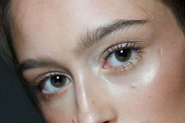 Sapevi che alcuni alimenti possono migliorare la tua vista e prendersi cura della salute dei tuoi occhi? Ecco 10 alimenti salva vista di cui non potrai più fare a meno.