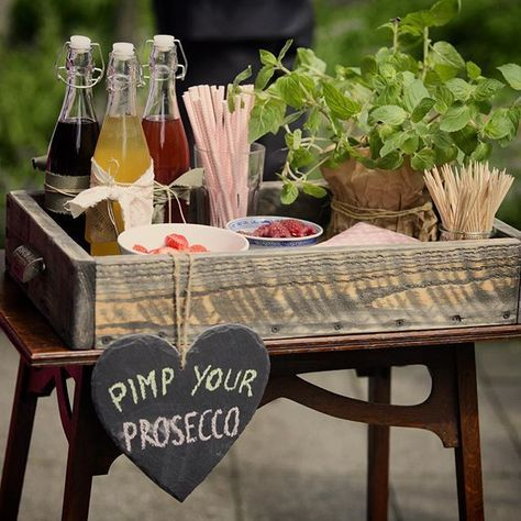 "I love die ""Pimp your Prosecco"" Bar auf unserer standesamtlichen Hochzeit! Idee und Foto: @jutedeerns #vintagewedding #wedding2016 #proseccofüralle #proseccobar #weddingdecor #weddingdetails #weddinginspiration #instawedding #schiefertafel #pimpyourprosecco #weddingday #weddingideas #hochzeitsdekoration #throwbackthursday"