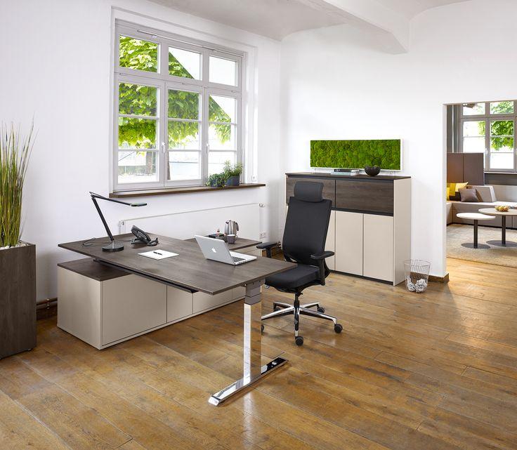Schreibtisch Active von Febrü: Der elektromotorisch höhenverstellbare Schreibtisch ermöglicht durch einen Knopfdruck das Arbeiten im Sitzen und Stehen. Dadurch werden Rückenleiden vorgebeugt.