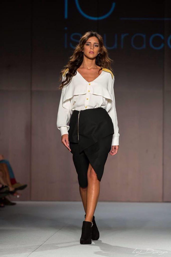 Blusa con canesú mostaza en chanel. Falda asimétrica efecto peplum  www.isauracordellat.com Facebook.com/isauracordellatmoda @isauracordellat