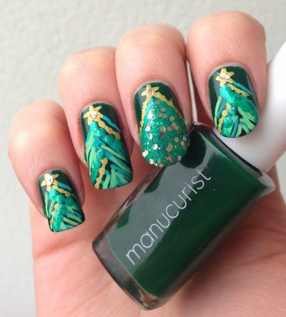 http://www.emotion-wizard.com/2013/12/vert-sapin.html Christmas tree nail art green glitter nails