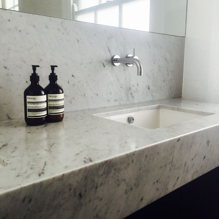 Bianco Carrara marble top, dark grey Stuccato tiles from Bisanna Italy, black finegrain cabinetry