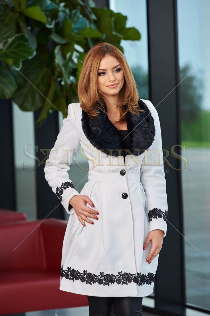 LaDonna Bloomy Colar White Coat