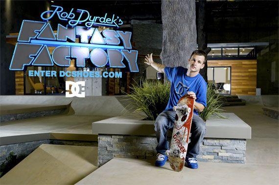 Rob Dyrdek Skating Dc Skateboarder Rob Dyrdek As He