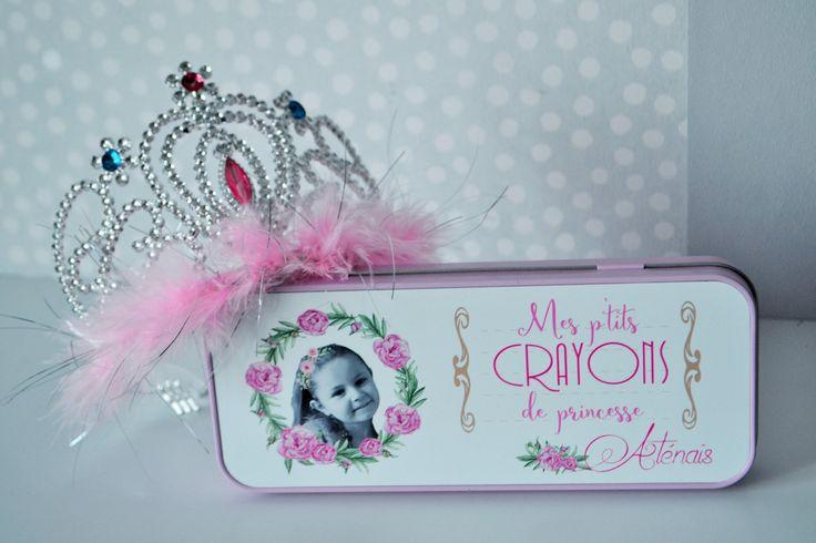 BOITE A CRAYONS trousse personnalisée pour princesse couleur rose par carnetmauve sur Etsy https://www.etsy.com/fr/listing/531228312/boite-a-crayons-trousse-personnalisee