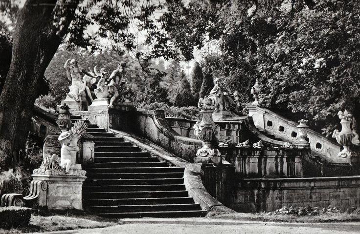 karel plicka   047_Cesky_Krumlov,_fontana_v_zamecke_zahrade_1744-65_.jpg