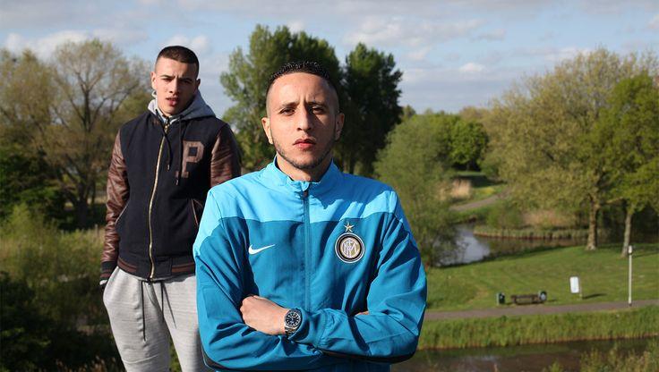 De Marokkaanse jongeren zijn naast dure kledij ook dol op trainingspakken. 'trainingspakken met Nike air maxgympen'