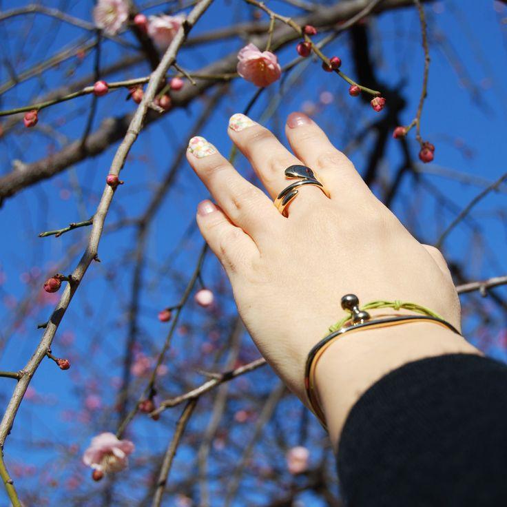 irregular shape golden bangle and khaki string bracelet, paired with golden spiral ring Helena Rohner SS14 #helenarohner