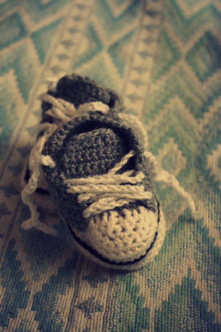 """Crochet Sneakers for Newborn Baby Girl!  _Pattern from """"Mollie Makes""""_"""