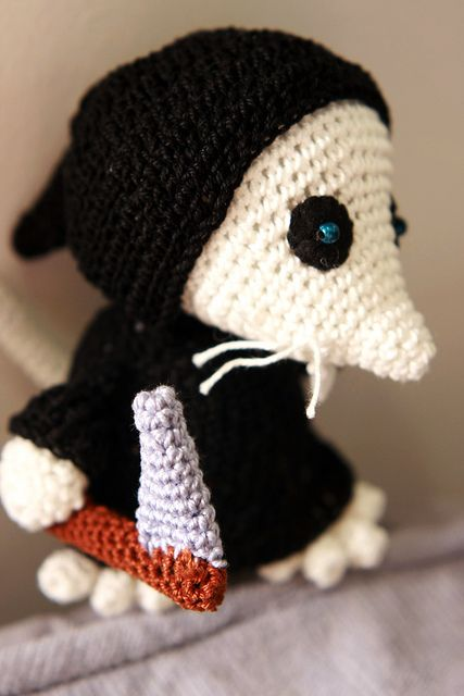 Amigurumi Discworld : The Death of Rats (Discworld) (no pattern) Amigurumi ...