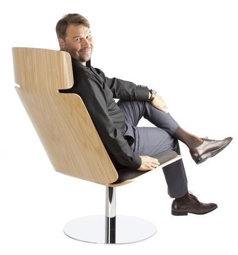 Muotoiltava UPM Grada -puumateriaali pääosassa Tapio Anttilan ON-tuoleissa | Puuinfo