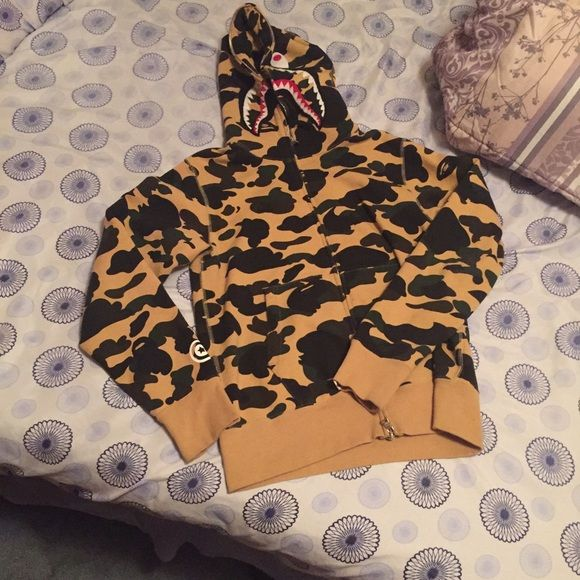 Mens bape hoodie. Can fit a small man. Or Medium women. But it is a MENS SWEATER Bape Sweaters