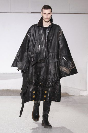 Maison Martin Margiela Autumn-Winter 2013 Menswear. 'Artisanal' leather poncho - T-shirt - 5-pocket trousers - Knee-high boots.
