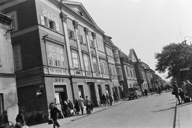 Széchenyi tér a Rákóczi Ferenc utca felé nézve.