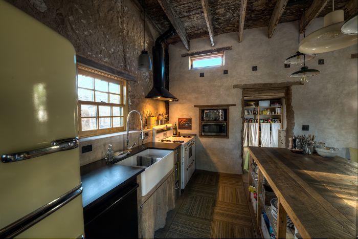 Diane Keaton S 1 5 Million Adobe Home In Tucson Defines Desert Chic Adobe House Home Diane Keaton