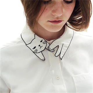 猫の襟 刺繍ブラウス(シャツ/ブラウス(長袖/七分))が通販できます。猫が巻き付いた様な襟のデザインがかわいい長袖ブラウス。シンプルながらも個性的でオシャレなブラウスです。サロペットやカーディガンとあわせても!猫好きさんにもオススメです(=^ェ^=)インポート品、ノーブランド新品、未使用です。【サイズ】【S】着丈約55cm身幅約43cm肩幅約37cm【素材】コットンポリエステル----○インポート品ですので、縫製の雑な部分もございます。ご理解いただける方のみ、ご購入をお願いします。○お値下げは考えておりません。○即購入OKです。------シャツ、ブラウス、付け襟、個性的、原宿、美容師、フリル、レース、ビックシャツ、ハンド、チョーカー、チョーカーシャツ、インスタ、海外セレブ、ガーリー、スクール、ねこシャツ、ネコシャツ、猫シャツ、ネコブラウス、猫ブラウスあつこおねえさん衣装おかあさんといっしょ猫グッズ、ねこグッズ猫マニアVivetta、アトリエドゥサボン、アイアムアイ、WEGO、PUNYUS・SPINNS・DHOLIC・プープレ・6%DOKI...