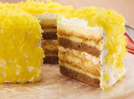 Receita de Bolo Martha Rocha - bolo. Para a cobertura e montagem * 01 Corte os dois bolos ao meio em uma superfície polvilhada com açúcar. Coloque uma metade...