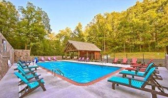 Wears Valley cabin rentals with private swimming pool access